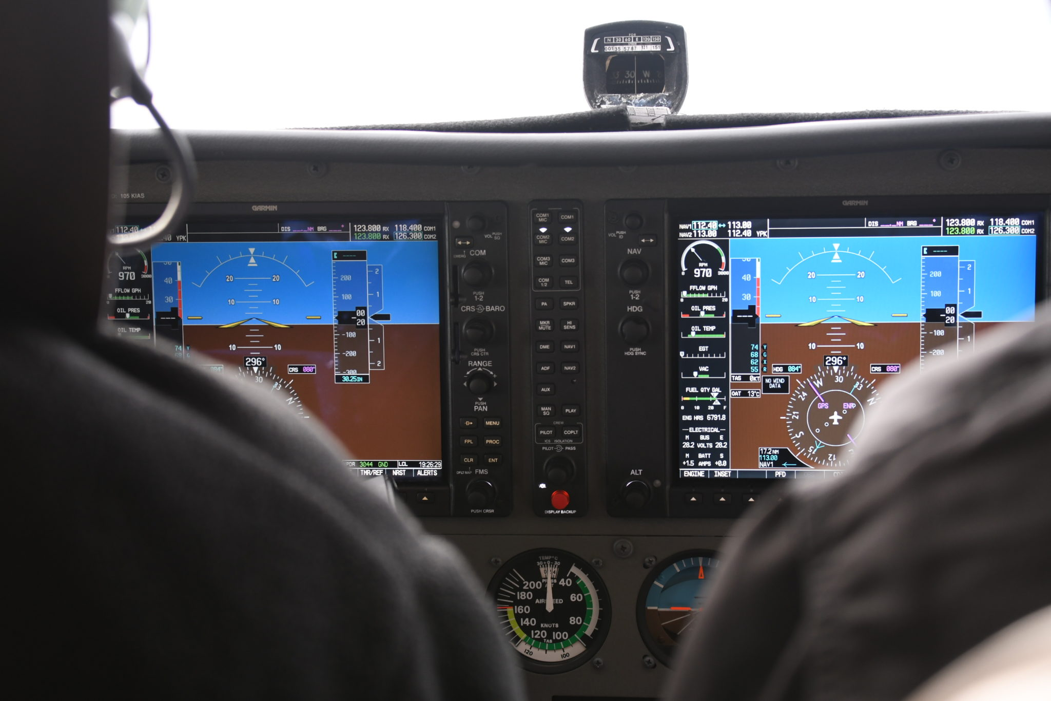 Single engine aircraft instrument